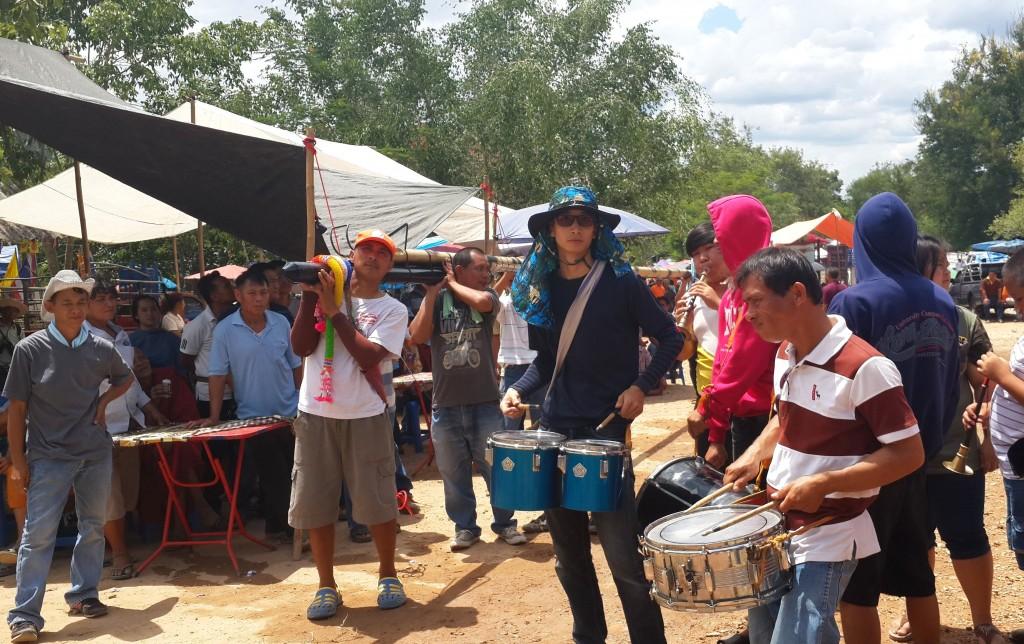 Der Transport zur Rampe wird oft musikalisch begleitet.